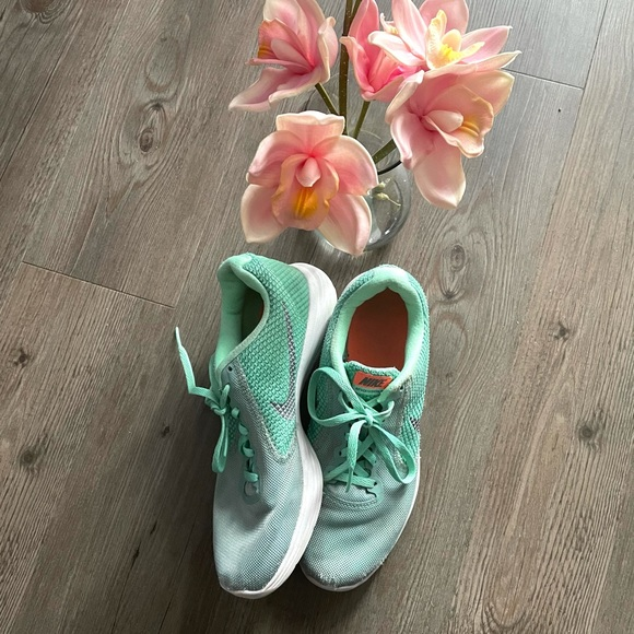 NIKE / TEAL RUNNING SHOES LACE UP BLUE